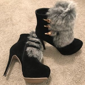 Boots with the fur!😘